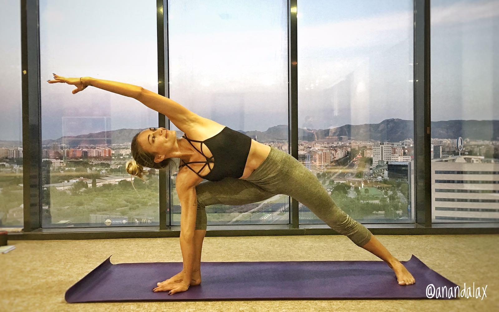 Yoga Angela asanas simplementese