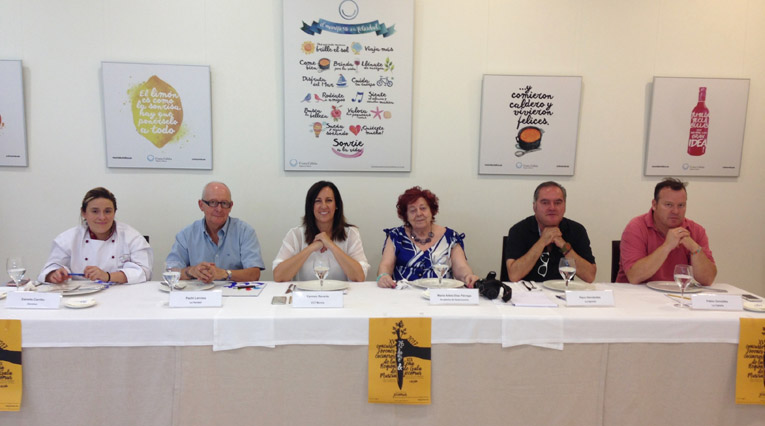 El Jurado: Estrella Carrillo, Pachi Larrosa, Carmen Reverte, María Adela Díaz Párraga, Francisco Hernández y Pablo González Conejero