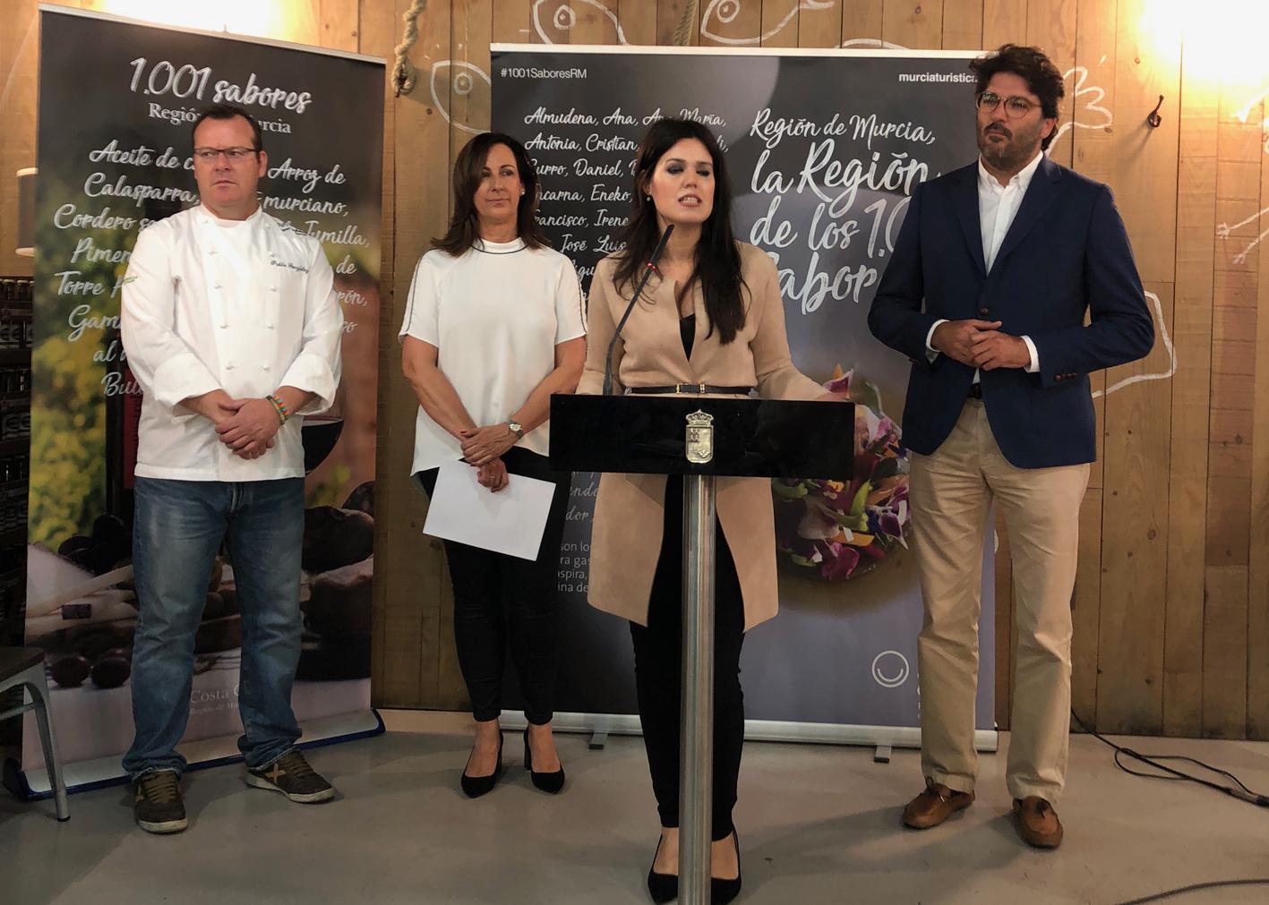 La consejera Miriam Guardiola, anuncia las becas en presencia de Pablo Gpnzález, Carmen Reverte y Manuel Fernández Delgado.