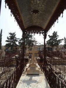 Tumba de Norberto Morales; detrás, la sepultura de su hermana María de la Cruz. / PAULA RUBIO