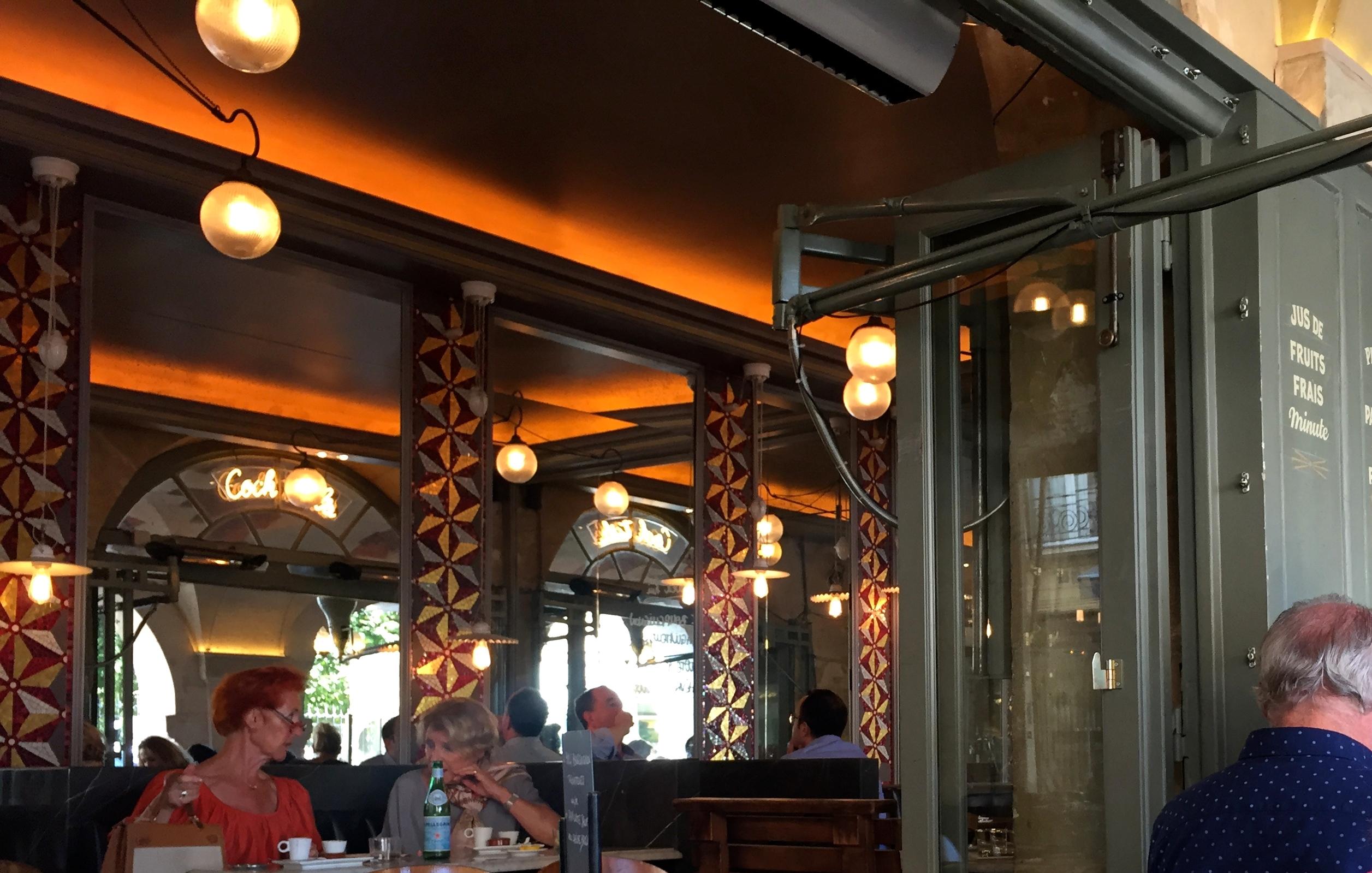 Instantánea tomada en el Café Hugo, en Place des Vosges