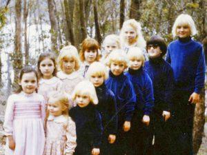 Parte de los niños robados y criados por Anne Hamilton-Byrne en su secta apocalíptica, entre LSD y maltratos varios
